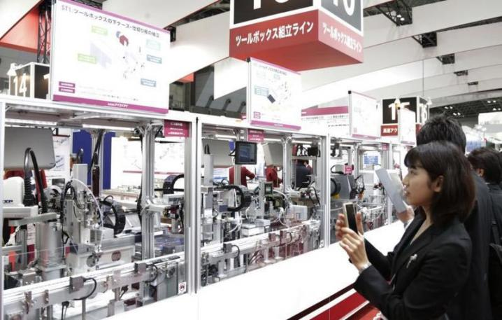 Can Japanese Industrial Robots Ride on the Tailwind of the Industry 4.0 Era?